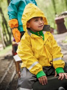 Regen? Kein Problem! Didriksons aus Schweden zieht die Kinder wasserdicht an.  Foto (c) didriksons