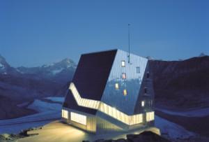 Ist das noch eine Berghütte? Ja und zwar eine umweltfreundliche. Die neue Monte Rosa Hütt im Wallis ghört zu den spektakulärsten ihrer Art.  Foto ©Valais/Wallis Promotion