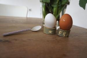 Fertig mit schnitzen und los gehts mit dem Frühstück. Ihr könnt die Eierbecher auch anmalen.  Foto (c) kinderoutdoor.de