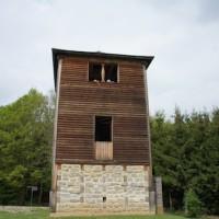 Bei einer Limeswanderung ist der nachgebaute Wachturm eine Höhepunkt für die Kinder.   Foto (c) kinderoutdoor.de