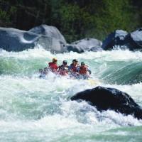 Schön wild, das Wasser! In Schenna gibt es gute Möglichkeiten zum Rafting auch mit Kindern (ab 10 Jahren)  Foto (c)  Tappeiner