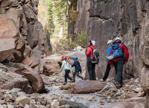 Acht Kilometer lang ist die Bletterbachschlucht und voller Abenteuer für die Kinder.  Copyright: Südtirols Süden