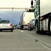 Mit Kindern unterwegs: Tipps für lange Autofahrten Foto: Jens Märker / pixelio.de