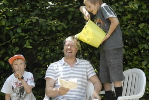 Bei einer Schnitzeljagd gehen die Kinder manchmal etwas zu weit.  Foto (c) Gallus Tannheimer  / pixelio.de