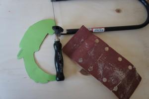 HIer ist unser Material für die Bastelei mit der Laubsäge. Foto (c) kinderoutdoor.de