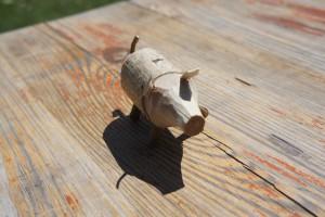 Nun hat das Wildschwein auch seine Ohren geschnitzt bekommen.  Foto (c) kinderoutdoor.de