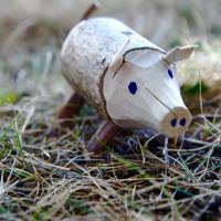 Fertig! Die Kinder haben ein tolles Wildschwein geschnitzt. Foto (c) kinderoutdoor.de