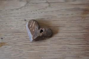 Fertig ist unser Herz aus Kokosnuss Schalen.  Foto (c) kinderoutdoor.de