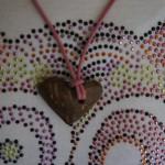 Basteln mit der Kokosnuss: Einen Herzanhänger