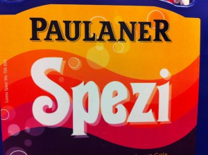 Spezi oder Gwasch heißen in Bayern die Cola Mix Getränke. Knapp von Peboni geschlagen belegt der edle Trunk aus der Paulaner Brauerei den zweiten Platz.  Foto (c) kinderoutdoor.de
