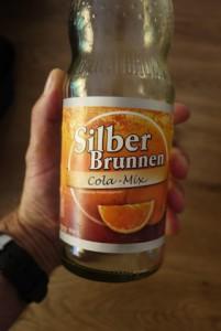 Flasche leer! Ein guter Tropfen ist der Silberbrunnen Cola Mix aus dem Ländle. Foto (c) kinderoutdoor.de