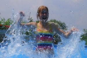 Eine Schnitzeljagd im Wasser, das ist im Sommer perfekt für eine Geburtstagsparty. Foto (c) Stephanie Hofschlaeger  / pixelio.de