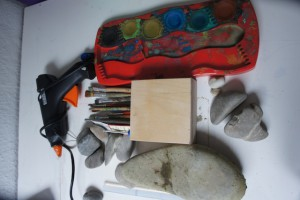 Basteln mit Kieselsteinen ist alles andere als Materialaufwändig.  Foto (c) kinderoutdoor.de