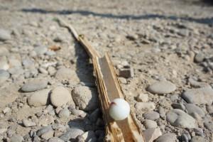 Los gehts mit dem ersten Test unserer selbst gebauten Murmelbahn.  Foto (c) kinderoutdoor.de
