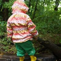 Die Kinderregenjacke Rebekka Jr von Icepeak ist ihren Preis wert und hält dicht.   Foto (c) kinderoutdoor.de