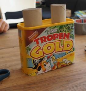 Eben noch am stillen Örtchen, jetzt auf dem Basteltisch! Kinder basteln nach ihren Plänen einen Dampfer. Foto (c) kinderoutdoor.de