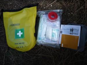 Das Ortlieb Erste Hilfe Set: Alles drinnen für Outdoorer. Foto(c) kinderoutdoor.de