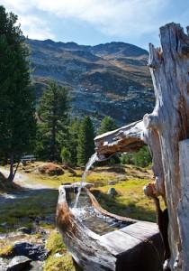 Beeindruckende Ausblicke erwarten Euch am Zirbenweg: Ihr seht hinunter ins Inntal und die Gipfelketten vom Karwendel.  foto (c) IBK Igls