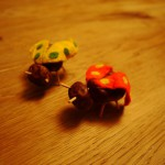 Mit Kastanien basteln: Einen lustigen Marienkäfer