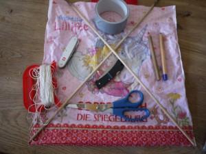 Drachen basteln mit Kindern. Hier ist das Material dafür. Foto (c) kinderoutdoor.de
