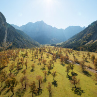 Ein Klassiker beim Herbst in Tirol ist dr Große Ahornboden. Auch mit dem Kinderwagen ist er zu erreichen.   Foto (c) Tirol Werbung