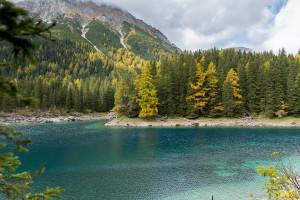 Stille beim Herbst in Tirol herrscht am Obernberger See. Und dieses türkis Wasser!  foto (c) Tirol Werbung