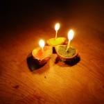 Kastanienschalen: Wir basteln mit Kindern wunderschöne Kerzen