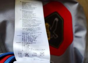 Um Gore Tex Jacken zu waschen müsst Ihr kein Chinesisch können. Seht Euch auf jeden Fall den Waschhinweis an.  Foto (c) kinderoutdoor.de