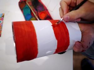 Unsere Sankt Martin Laterne bekommt nun Farbe. Foto (c) kinderoutdoor.de