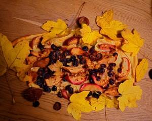 Kochen am Lagerfeuer ist mehr als Bratwurst und fettes Fleisch. Hier seht Ihr den süßen elsässischen Flammkuchen.  Foto (c) kinderoutdoor.de