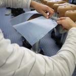 Bevor die Gore Tex Schuhe und Socken drüber kommen, richten Experten die Textfüße her.  Foto (c) kinderoutdoor.de