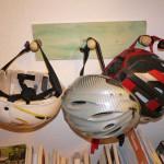 Schnitzen mit Kindern: Einen praktischen Helmhalter