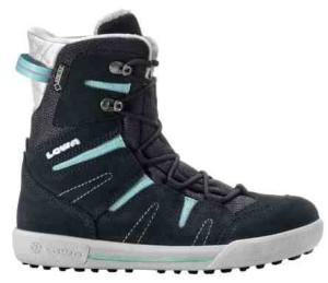 Snowboardschuh? Nein! der Lowa Lilly GTX hat das Design von einem Snowboardstiefel. Foto (c) kinderoutdoor.de