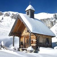 Am Brauneck macht Winterwandern mit den Kinder Spaß. Nur 100 Höhenmeter sind es von der Bergstation der Brauneckbahn zur Stiealm.  Foto (c) Bildquelle: BAYERN TOURISMUS Marketing GmbH