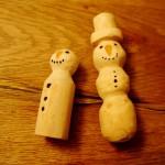 Schnitzen mit dem Taschenmesser: Einen Schneemann