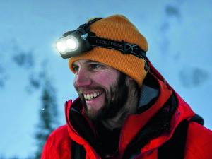 Wer auf seine Stirnlampe und Batterien minimal pflegt, der kann diese länger nutzen.  Foto (c) led lenser / Eric Hjorleifson
