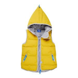 Finkid überzeugt mit der neuen Allrounder Steppweste Onni Arctic. Sie lässt sich solo oder eingezippt tragen.  Foto (c) finkid.de
