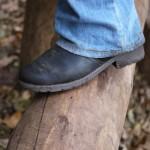 Beim Balancieren am Spielplatz vom Wildpark Eekholt zeigte die Sohle der Superfit Heel Schuhe, wie griffig sie ist.   Foto (c) kinderoutdoor.de