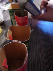 Kerzenständer aus Kreativbeton gießen. Jetzt wird´s ernst! Foto (c) kinderoutdoor.de