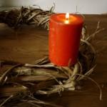 Adventskranz mit Kindern selber binden: In weniger als zehn Minuten fertig!