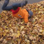 Herbstlaub: Spielideen für Outdoorkids