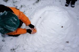 Spiele im Schnee und die Kinder sind mit Feuereifer dabei! Foto (c) kinderoutdoor.de