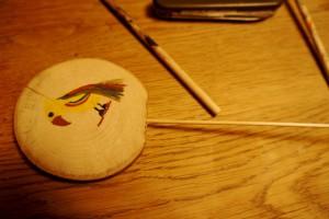 Werken mit dem Taschenmesser: Noch den Schaschlikspieß eingesteckt und wir sind fertig. Foto (c) kinderoutdoor.de