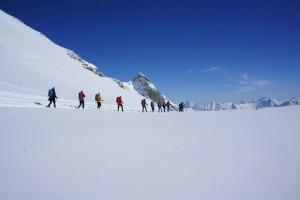 Schneeschuhwandern abseits von ausgetretenen Pfaden. Christian Pichler ist seit neun Jahren als Tourenführe unterwegs. Foto (c) kinderoutdoor.de