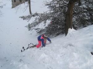 """Schnitzeljagd im Schnee: """"Aber da ist doch ein Pfeil gewesen, oder?"""" Foto (c) kinderoutdoor.de"""
