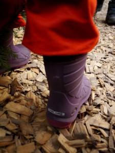Thermostiefel mit Millionen Luftbläschen. Elastollan isoliert die Kinderfüße vor der eisigen Kälte.  Foto (c) kinderoutdoor.de