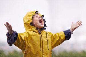 Ob Schnee oder Regen: Ich hab was dagegen! Mit der richtigen Kleidung haben Kinder bei jedem Wetter den größten Spaß im Freien.  Foto Bild: © istock.com/PeopleImages