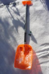 Murmelspiel im Schnee: Hier seht Ihr was Ihr dazu braucht.  Foto (c) kinderoutdoor.de