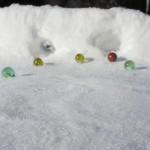 Murmelspiel im Schnee: Hier kugeln sich die Kinder!