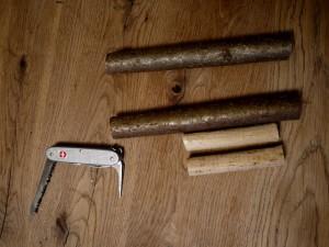 Werken mit dem Taschenmesser: Erst einmal sägen! Foto (c) kinderoutdoor.de